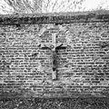 Muur van de kloostertuin met kruisbeeld - Boxmeer - 20329421 - RCE.jpg