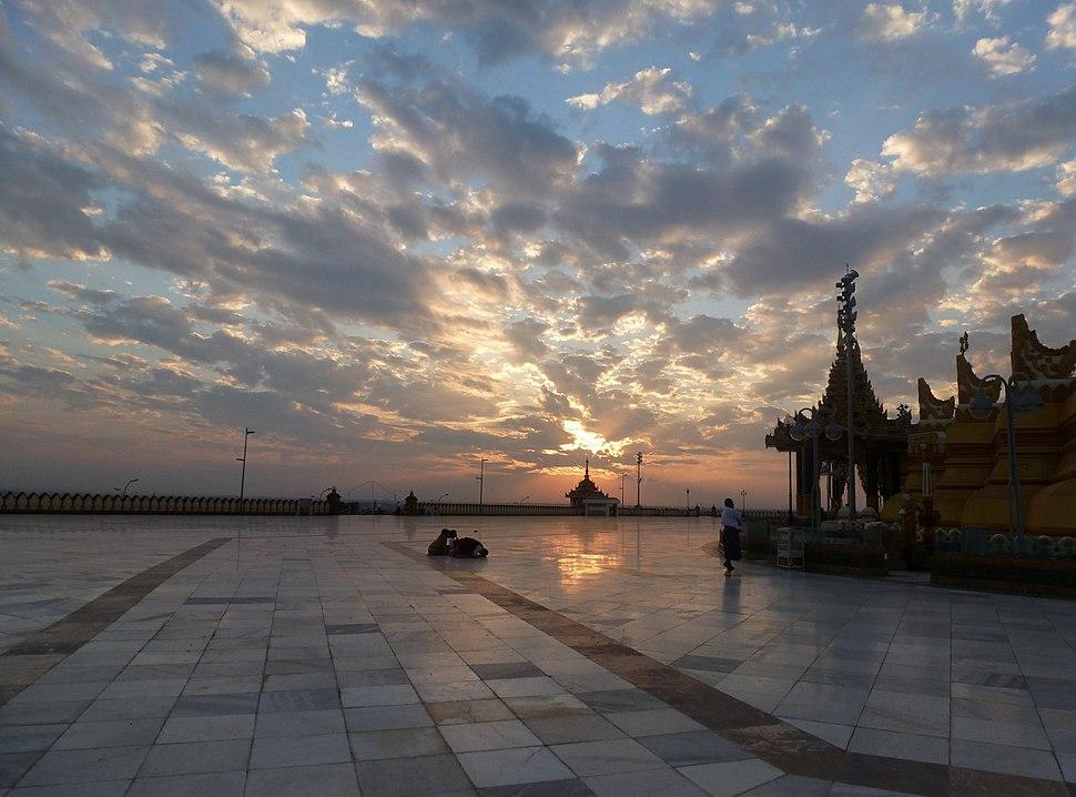 Naypyidaw -- Uppatasanti Pagoda Plaza at sunset