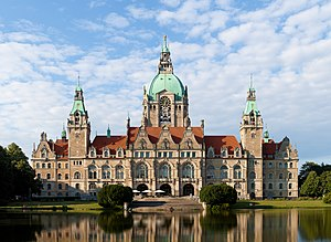 Willi und die Windzors - In the film, the town hall of Hanover is shown to become the new residence of the British royal family