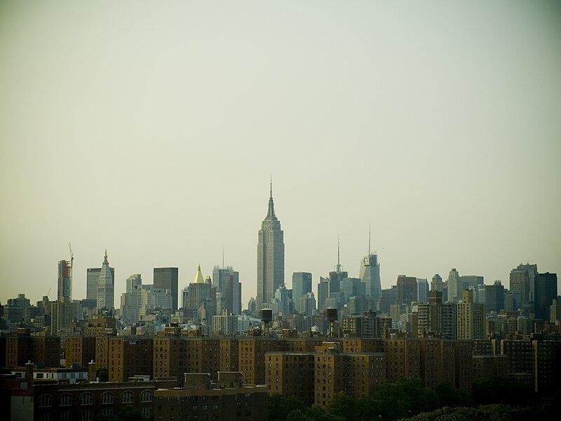File:NewYork-SkyscrapersAndProjects.jpg