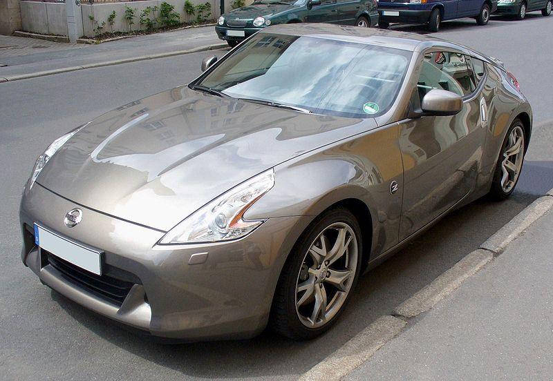 800px-Nissan_370Z_Platinumgraphite.jpg