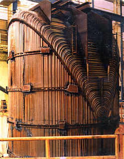 Steam generator (nuclear power) heat exchanger used to convert water into steam from heat produced in a nuclear reactor core