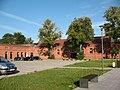 Odnowiona stajnia z ujeżdżalnią Kotańskiego 4 wewnętrzny dziedziniec.jpg