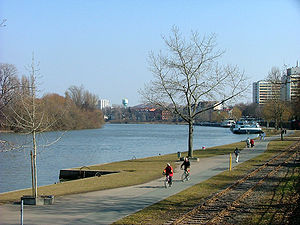 Main (river) - Image: Offenbach 4