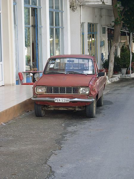 File:Old car on Crete.JPG