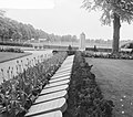 Oorlogsgraven op het Militair Ereveld Grebbeberg (Rhenen) Op de achtergrond her, Bestanddeelnr 912-4387.jpg