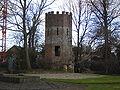 Oudenburg - Toren in tuin abdij.jpg