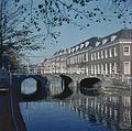 Overzicht van de brug en de achterliggende gevelwand - Leiden - 20382201 - RCE.jpg