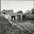 Overzicht van de sluis bij de Nieuwe Schans, met de tot ruïne vervallen gemaal op de achtergrond - Maasbommel - 20428040 - RCE.jpg