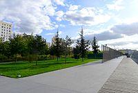 P1060192 Paris XVIII jardins d'Eole rwk.jpg