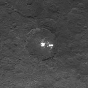 Dawn (spacecraft) - Framing camera view of the Ceres bright spots