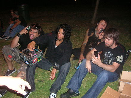 The band in 2006. from left to right: Dave Buckner, Tobin Esperance, Jacoby Shaddix, Jerry Horton Papa Roach 2006.jpg