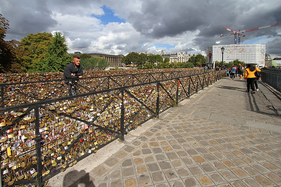 Paris-Pont Neuf-108-Vorhaengeschloesser-2017-gje