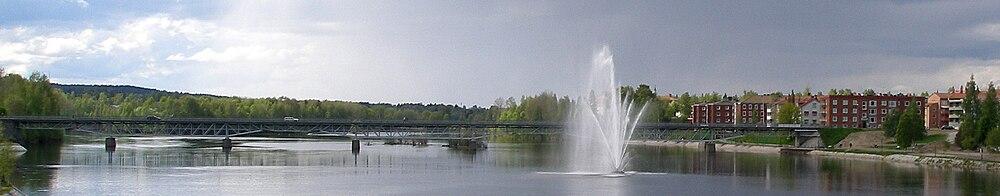 Parkbroen er en bro som går over Skellefte elv