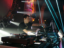 alt=Description de l'image Paul_van_Dyk_DJing.jpg.