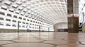 Pentagon City station, January 2005 -02- (50077452332).png