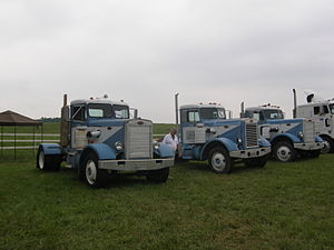 Peterbilt 281 - Line-up of three mid-1960s Peterbilt 281s