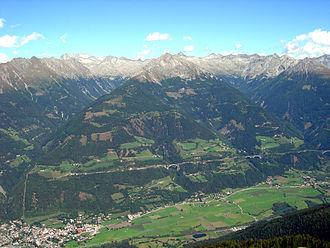 Obervellach - Möll valley with Obervellach (left) and Tauern Railway line