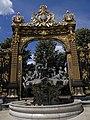 Place Stanislas - grille et fontaine (Nancy) (2).jpg