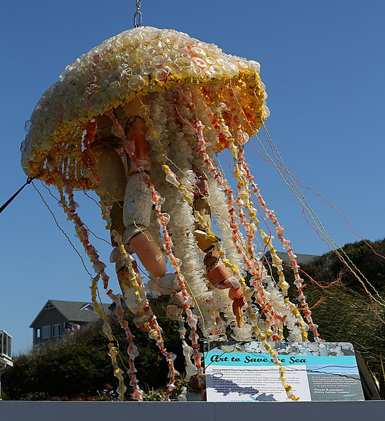 File:Plastic jellyfish out of waste (TK).JPG