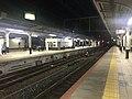 Platform of Kobe Station 4.jpg