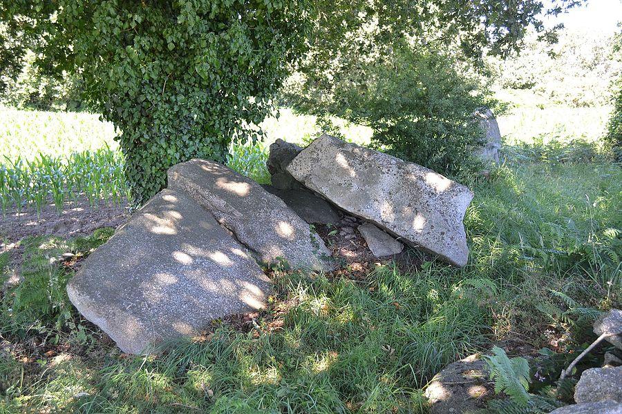 Allée couverte de Kergalan, appelée aussi allée couverte de Laudé, Ploemeur, Morbihan.