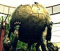 Pomnik Wikipedii (fragment).jpg