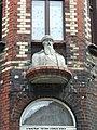 Popiersie Gutenberga na narożnej części elewacji kamienicy przy ul. Szabatowskiego 1 - 3 w Chorzowie.jpg