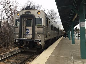 Comet (railcar) - Metro-North Comet V at Middletown, NY.