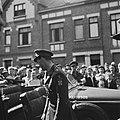 Prins Bernhard bij zijn stafauto, Bestanddeelnr 900-5815.jpg