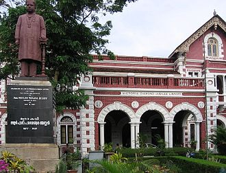 Ulloor S. Parameswara Iyer - The statue of Ulloor in front of the State Central Library at Palayam
