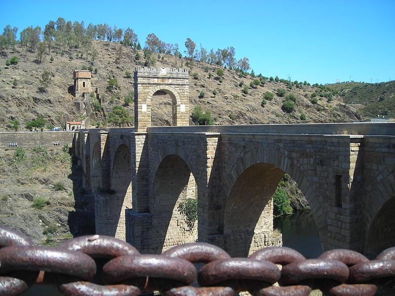 File:ROMAN BRIDGE ALCANTARA.jpg