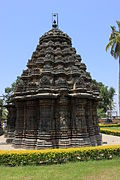 Rear view of stellate shrine in the Ishvara temple at Arasikere 1.JPG