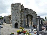 Restes de l'église Saint-Thuriau à Quintin 01.JPG