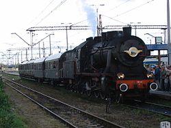 """Poci�g retro """"Costerina"""" na stacji w Gdyni"""