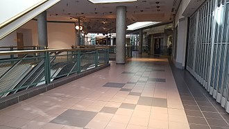 Richland Mall (South Carolina) - Interior view of largely vacant mall, December 2017