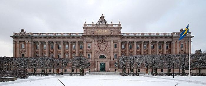 Riksdagshusets fasad mot Norrbro