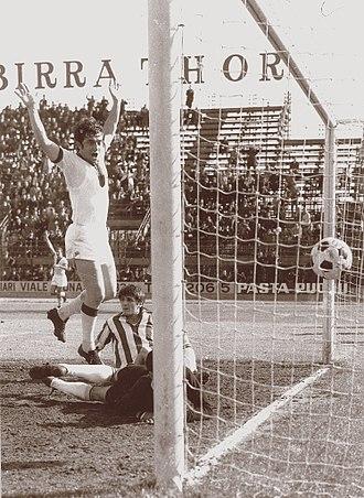 Roberto Boninsegna - Boninsegna scoring for Cagliari in the late 1960s