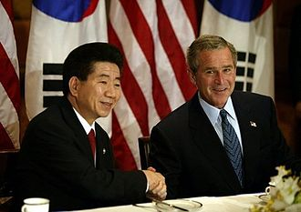 Roh Moo-hyun - President Roh and Bush in October 2005