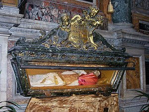 Pope Pius V - The body of Pius V in his tomb in Santa Maria Maggiore