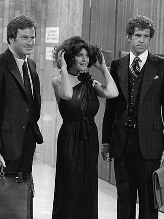 Tony Roberts (actor) - Roberts (far right), with Squire Fridell and Julie Cobb, 1977.