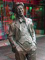 Roy Rene statue (anaglyph).jpg