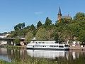 Saarburg, die evangelische Pfarrkirche Dm met boot in Moesel en brug foto3 2017-05-29 11.25.jpg
