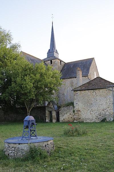 Fr:Église Saint-Médard de Saint-Mars-sous-Ballon: vue de l'arrière.