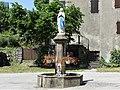 Saint-Sauveur-Camprieu Camprieu statue fontaine.jpg