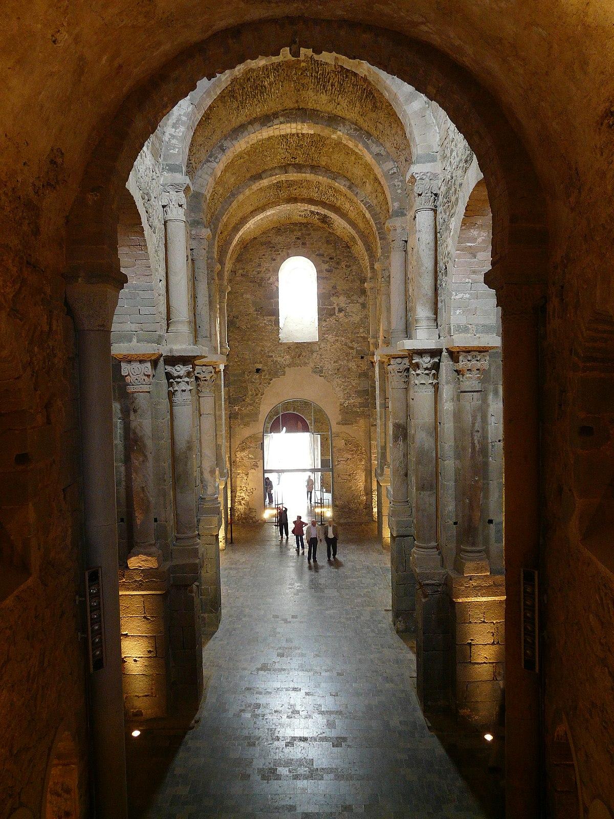Arquitectura rom nica viquip dia l 39 enciclop dia lliure for Interior iglesia romanica