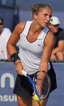 Sara Errani at the 2010 US Open 03.jpg