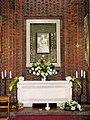 Sarkofag z relikwiami św. Urszuli w bocznej kaplicy.jpg