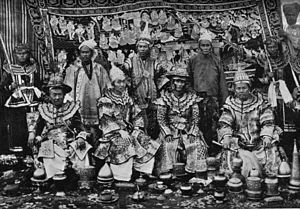 Karenni States - Karenni princes at the Delhi Durbar in 1903. The rulers of Bawlake, Kantarawadi and Kyebogyi standing in the back row.