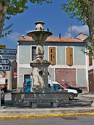 St Etienne Orgues - Fontaine.JPG